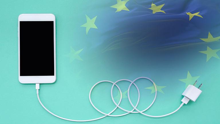 Unia Europejska wkracza do akcji i chce regulować rynek smartfonów.  Czy to koniec portu Lightning?