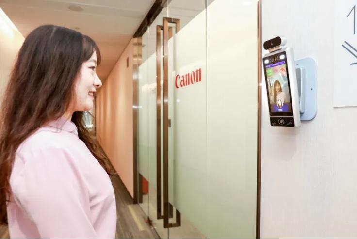 Canon nie wpuści do biura smutnych pracowników
