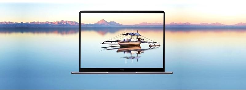 Huawei MateBook 13 Ryzen 5 3500U/8GB/512GB SSD/W10H/2Y/FgrPr/BLT KB  - łódź na ekranie laptopa